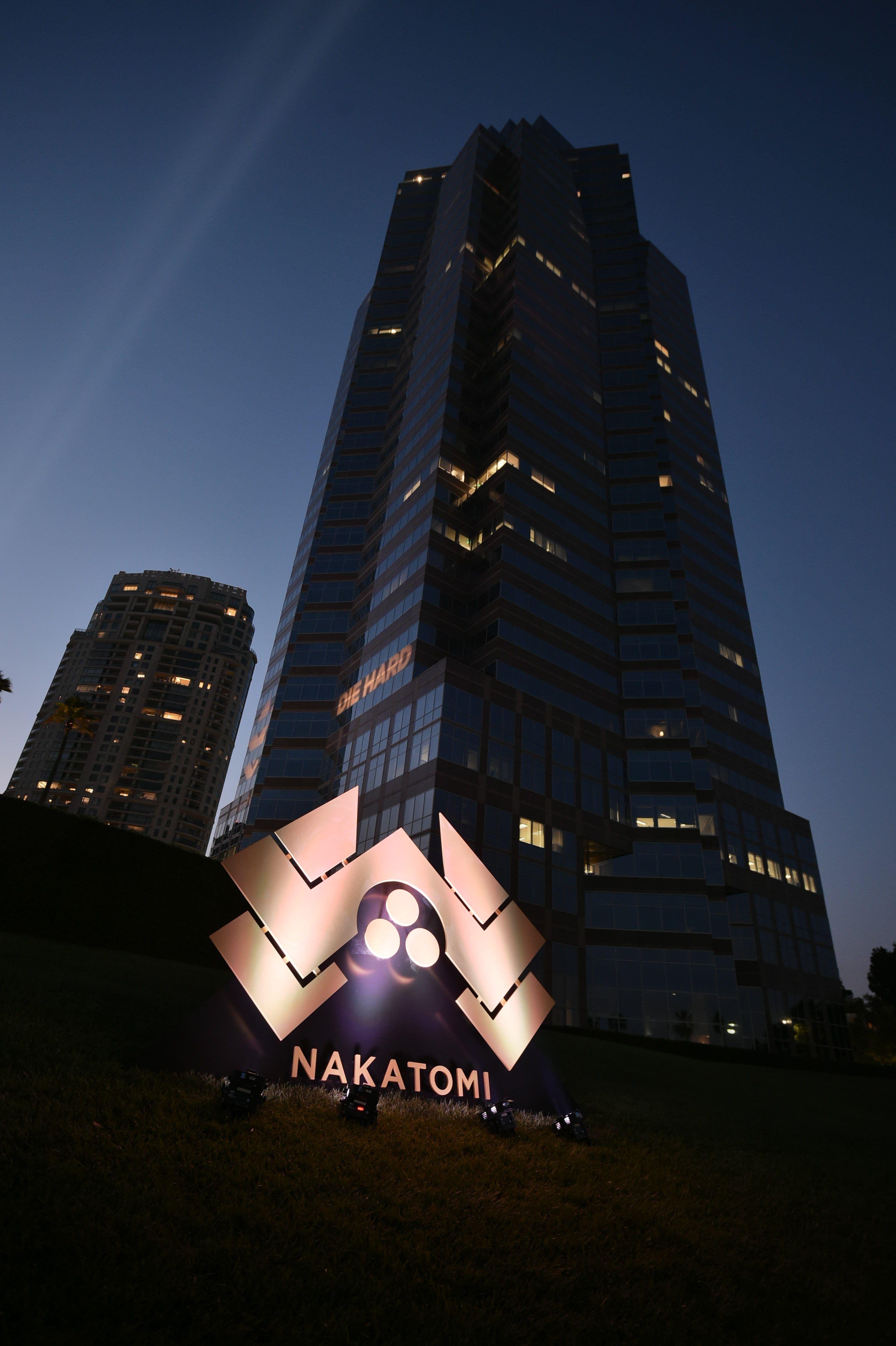 Die Hard Celebrated It\'s 30th Anniversary At Nakatomi Tower ...